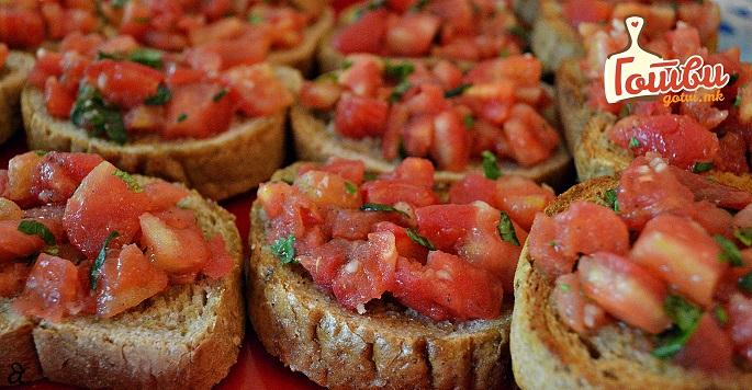 Диетално: Домашни брускети со домати и маслиново масло (видео)