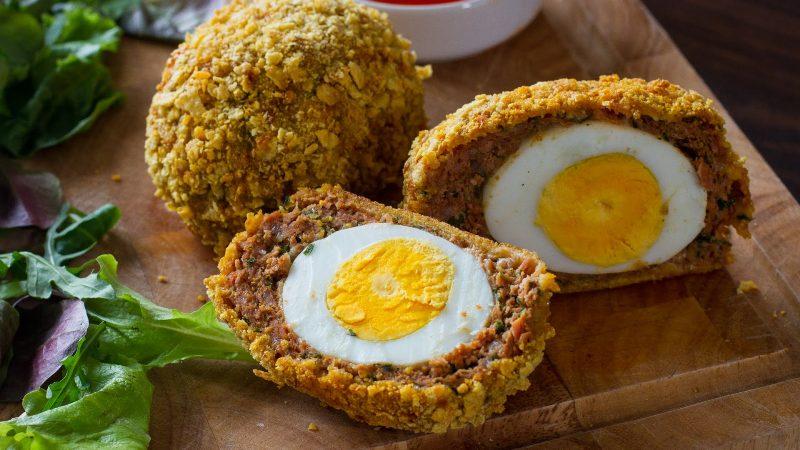 ВИДЕО: Како да зготвите печени јајца на Шкотски начин