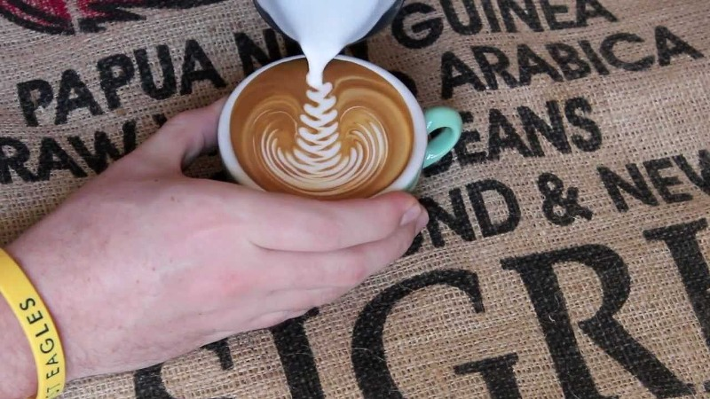 Вистинска кафе уметност – Како да направите фигури со лате пена?