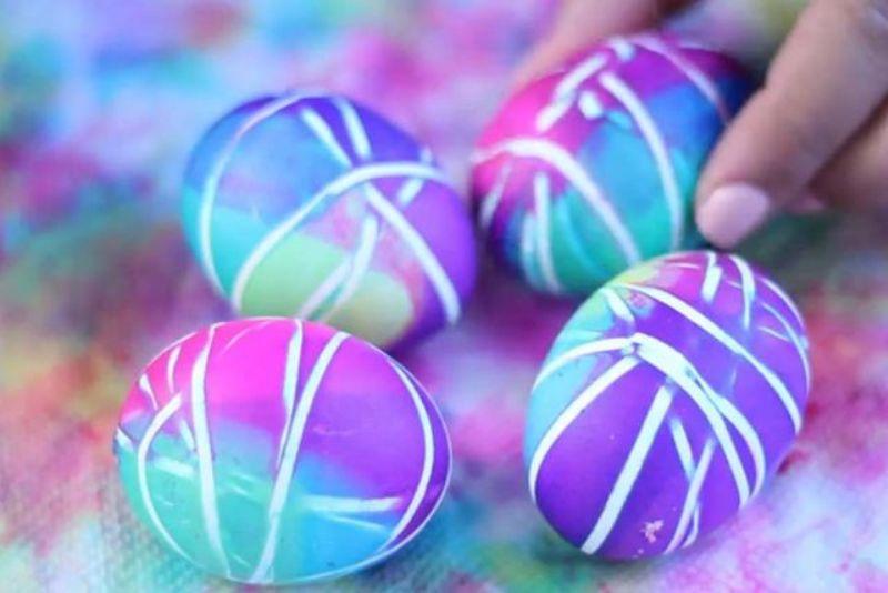 ВИДЕО: Подготовки за Велигден – бојадисајте Велигденски јајца со ластичиња