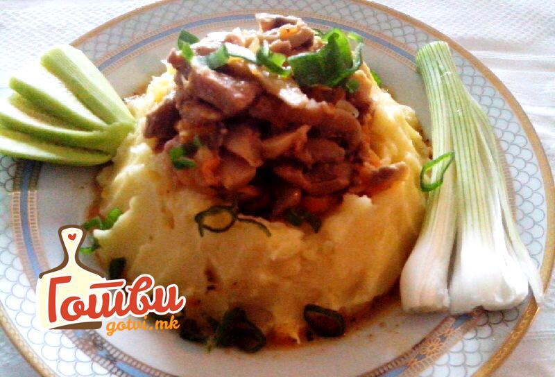 Гнездо од компири со селско месо