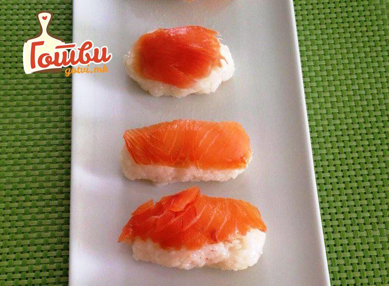 Јапонски специјалитет – Сашими со димен лосос