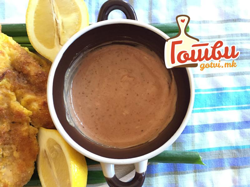 Повкусен од бешамел и болоњезе: Сос со кикирики за секое месо