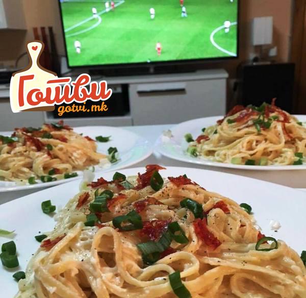 Шпагети во бешамел сос – одлично мезе со фудбал и пиво