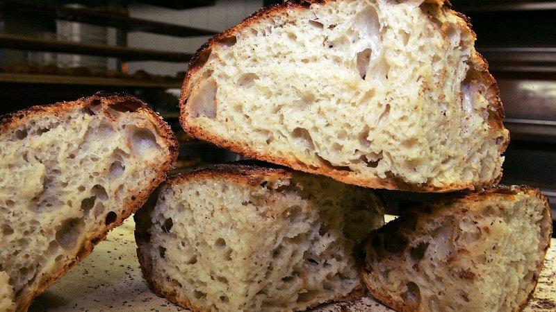 ВИДЕО: Рецепт за леб кој не се меси