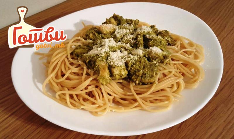 Шпагети со гриловано пилешко и песто сос