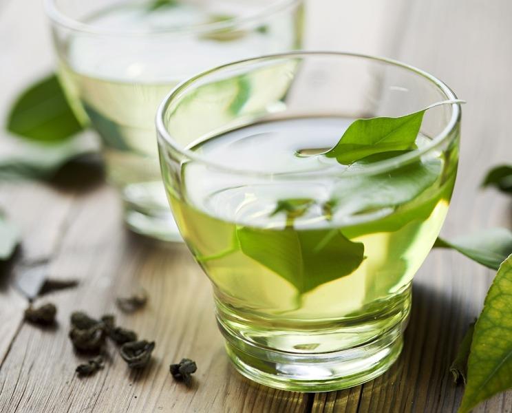ВИДЕО: Направете природен пијалок за слабеење од 4 состојки
