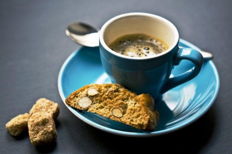 Го започнувате денот со шолја кафе? – ова му се случува на телото, има и позитивни дејства