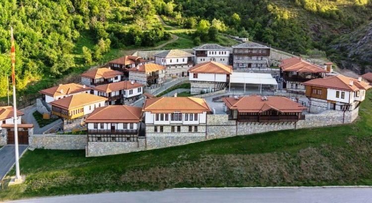 "Автентични куќи, хотел, ресторани… Отворен комплексот ""Македонско село"""