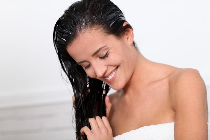 Додадете една лажица од ова во шампонот – Косата ќе се смени целосно