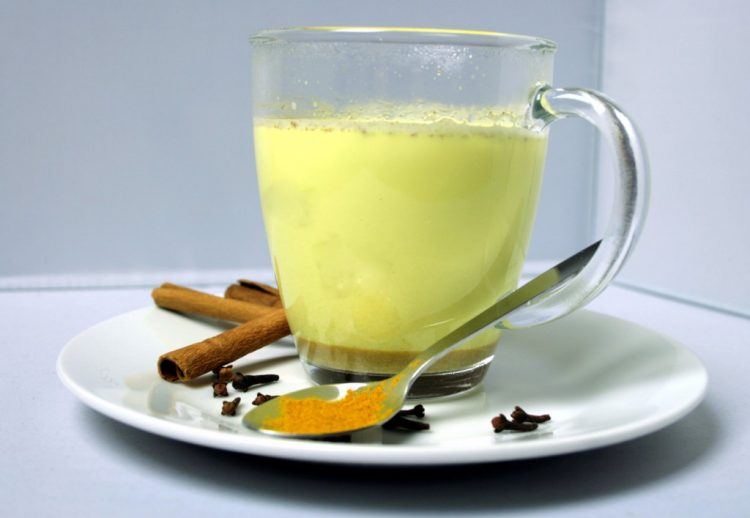 Куркума и млеко – здрава комбинација и екстра вкус
