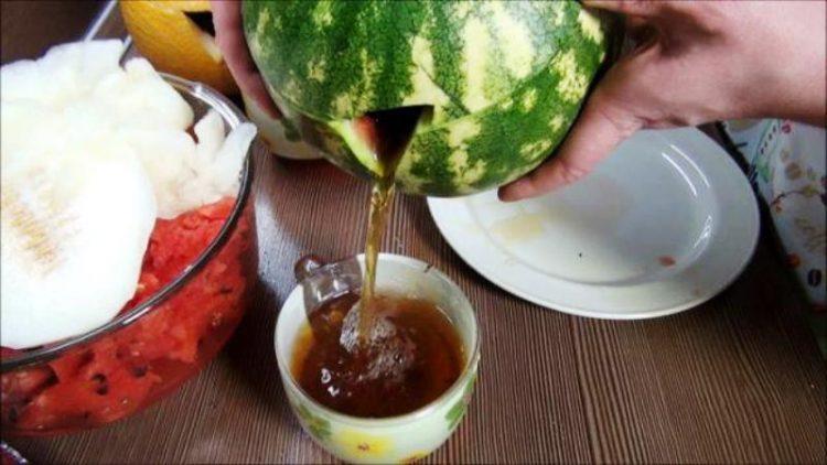 ВИДЕО: Направете чај од лубеница – сите ќе бидат воодушевени