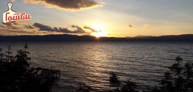 Викендов во Охрид на плажа – вода 40, еспресо 50 денари