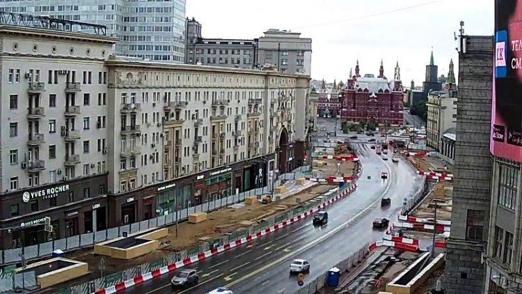 ВИДЕО: Вака се асфалтира улица за еден ден во Москва