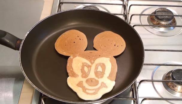 Дечињата ќе бидат пресреќни: Направете Мики Маус палачинка