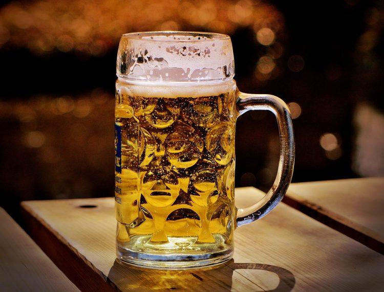 Добра вест за мажите: Ако пиете пиво ќе бидете ѕверови во кревет