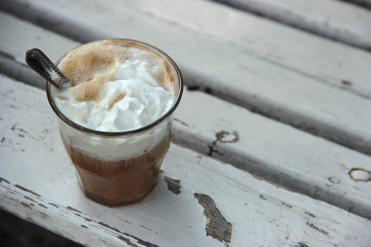 Супер старт на денот: Безкофеинско фрапе готово за неколку минути