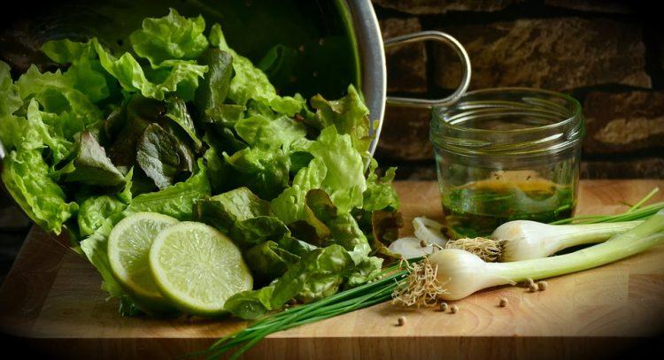 Зелени листови полни здравје – Еве зошто да јадете марула