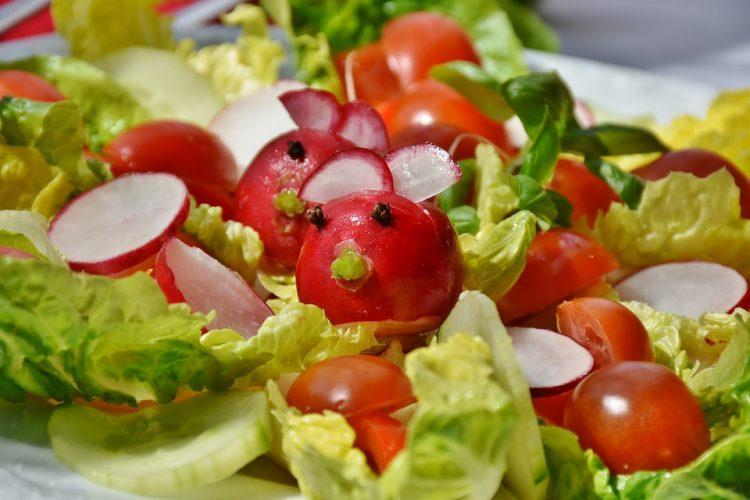 Трик во кујната: Со салфета зачувајте ја салатата свежа