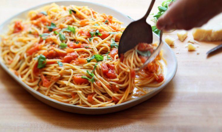 За љубителите на италијанска кујна: Гратинирани шпагети за вкусен викенд