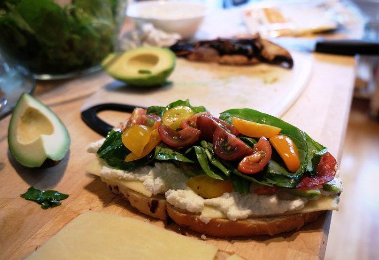 Ќе ги јадете цел ден: Брускети со печурки и кашкавал