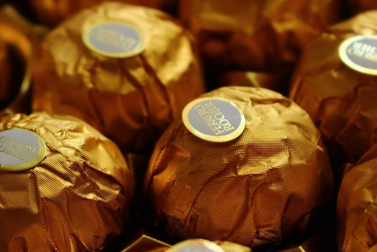 Фереро колач полн со чоколадо