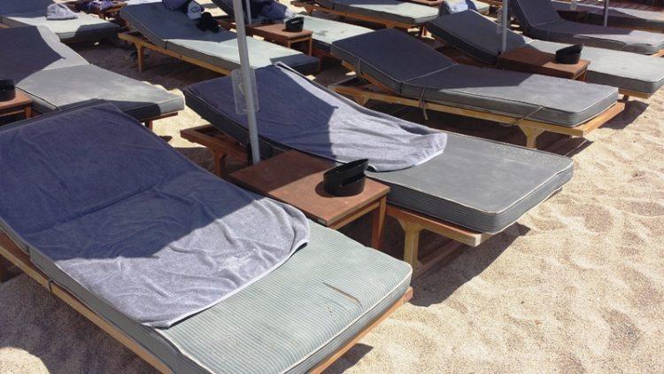 ФОТО: Би платиле ли 30 евра за овие лежалки?
