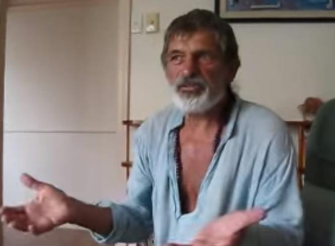 Тој тврди дека лекот за рак го имаме во кујната – Видеото масовно се споделува