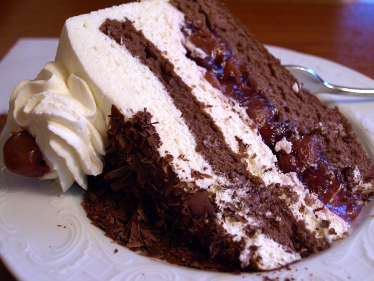 Чоколадна торта со шлаг готова за 15 минути