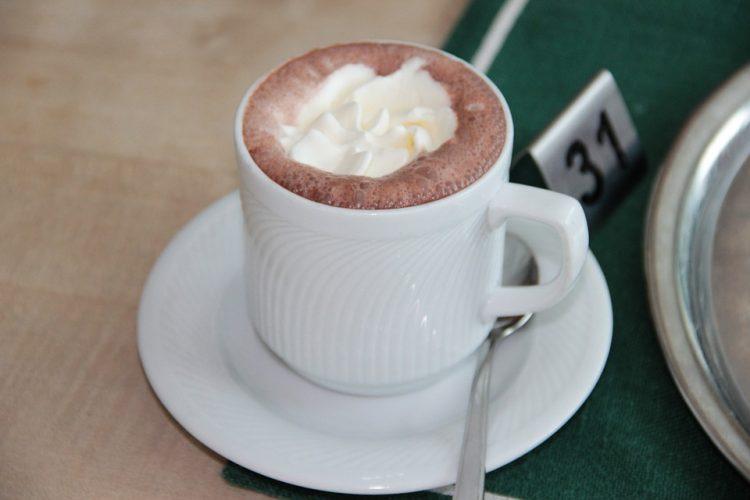 Топло чоколадо со нутела – кремасто есенско задоволство