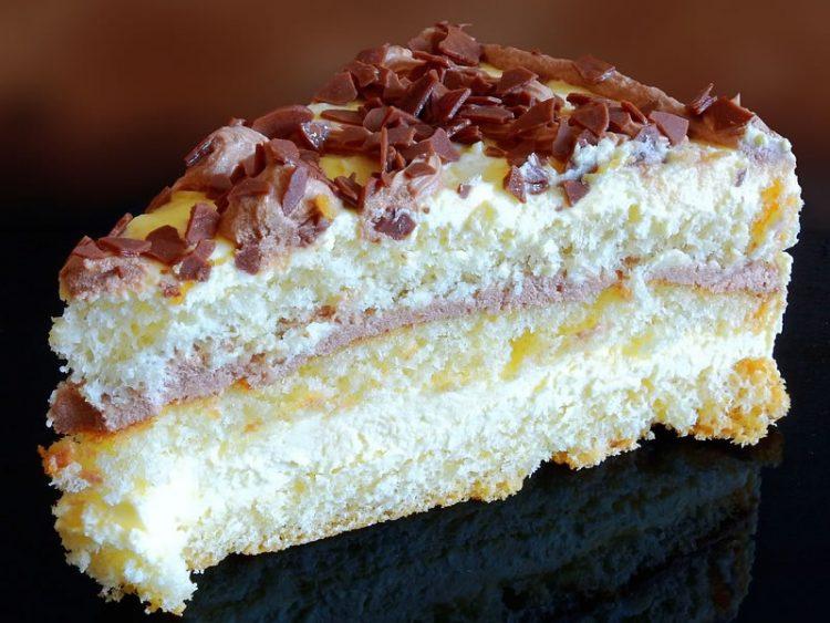 Кокос колач без јајца и маргарин – не треба ни миксер