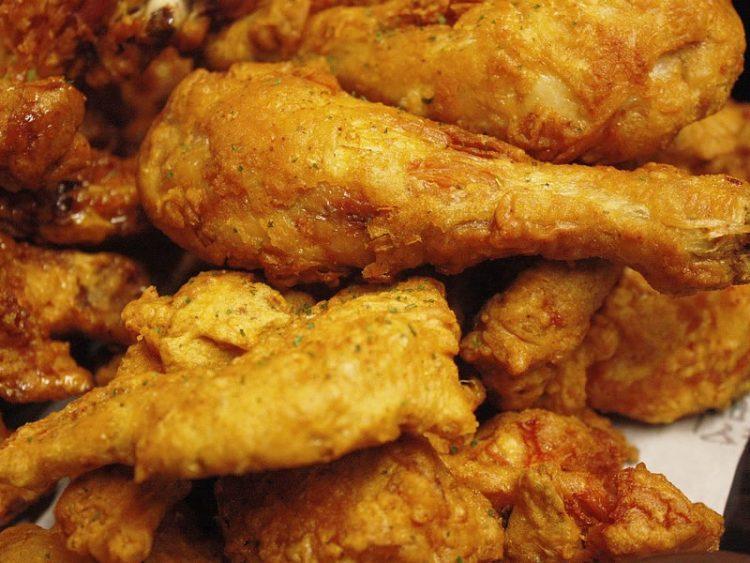 Поховано пилешко без масло: Ова е тајната за крцкави батаци и крилца!