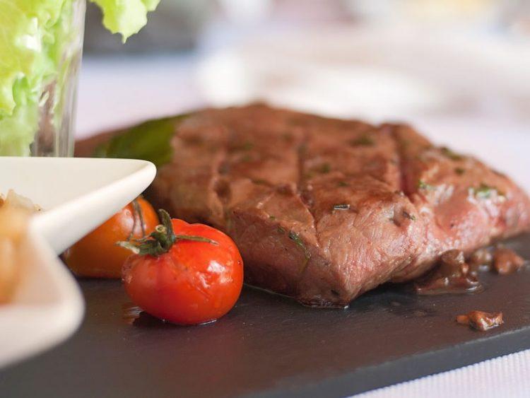 Вака подготвено трае со денови: Маринада за најсочно месо