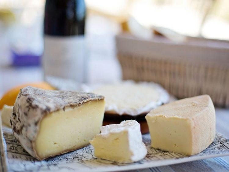 Го измислиле сосема случајно – се што не сте знаеле за синото сирење