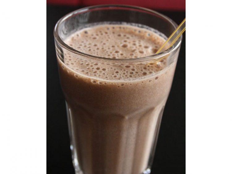 Смути со чоколадно млеко – Ладен појадок за топлото време