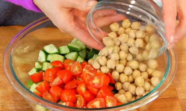 ВИДЕО РЕЦЕПТ: Вкусни и креативни салати – живејте здраво!