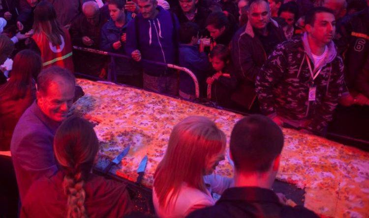 ФОТО: Џиновска пита пастрмајлија во Велес – Долга 3,7 и широка 1 метар