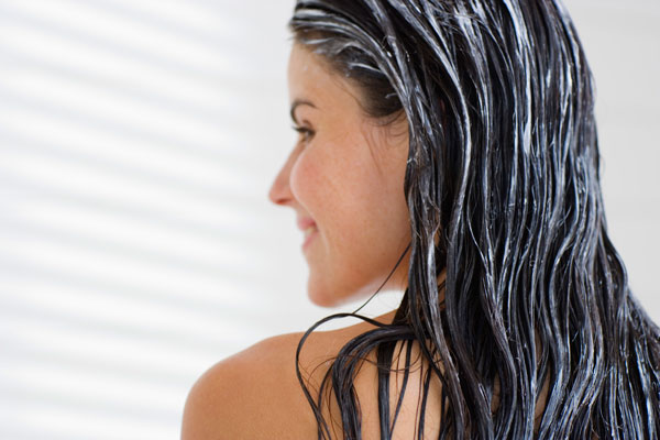 ВИДЕО: Веќе нема да љубоморите на други жени – маска за сјајна коса