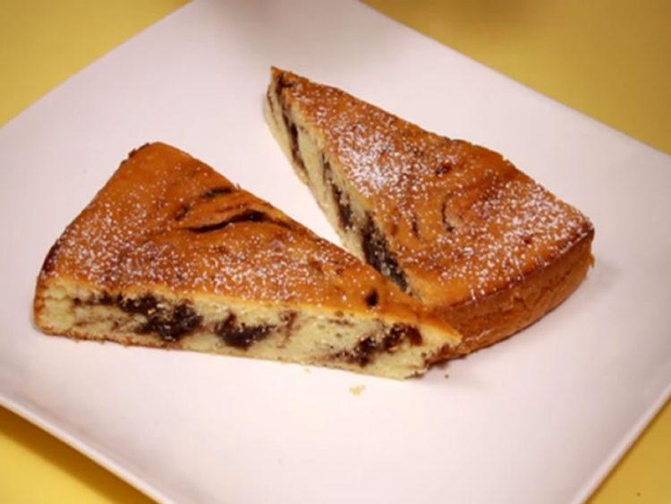 Вкусен колач со јогурт и џем (ВИДЕО)