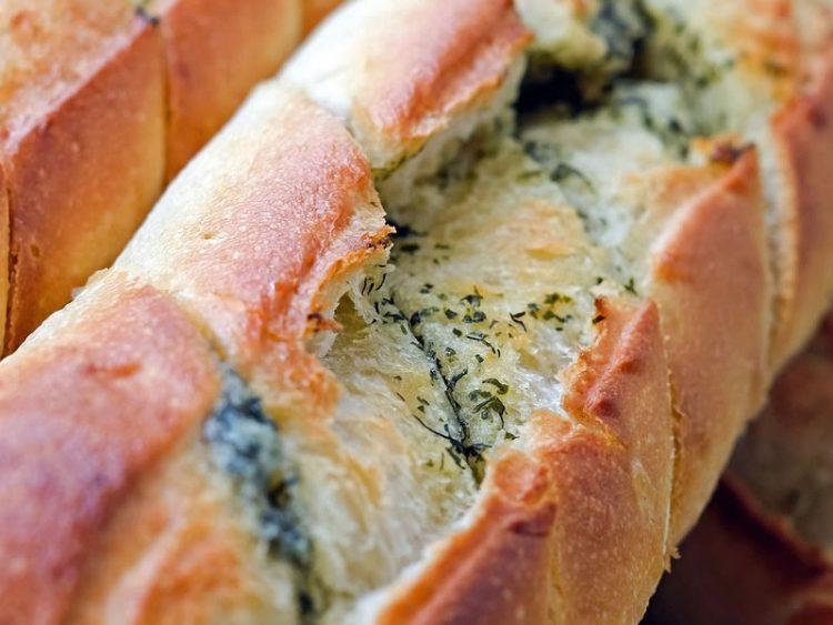 Појадок за пет минути – Леб со лук и кашкавал