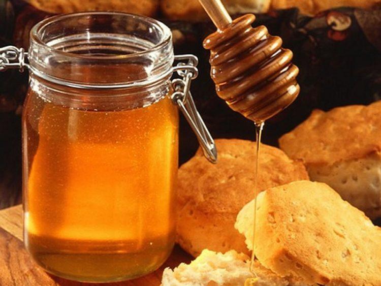 Вака измерете мед без да се залепи за садот – трик за да нема нервози