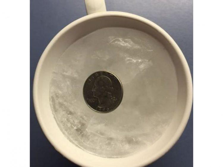 Оставете монета во замрзнувачот пред да излезете од куќата – ЕВЕ ЗОШТО!