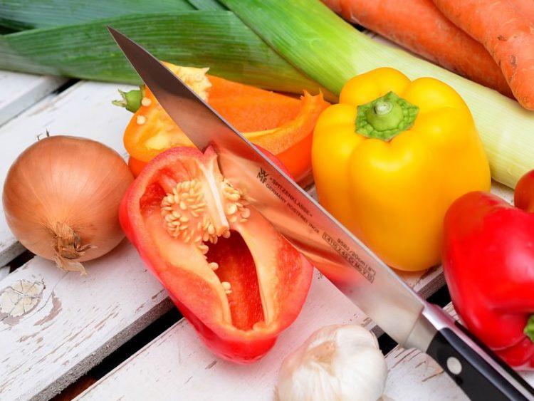 Колку често треба да ги менуваме ножевите во кујна?