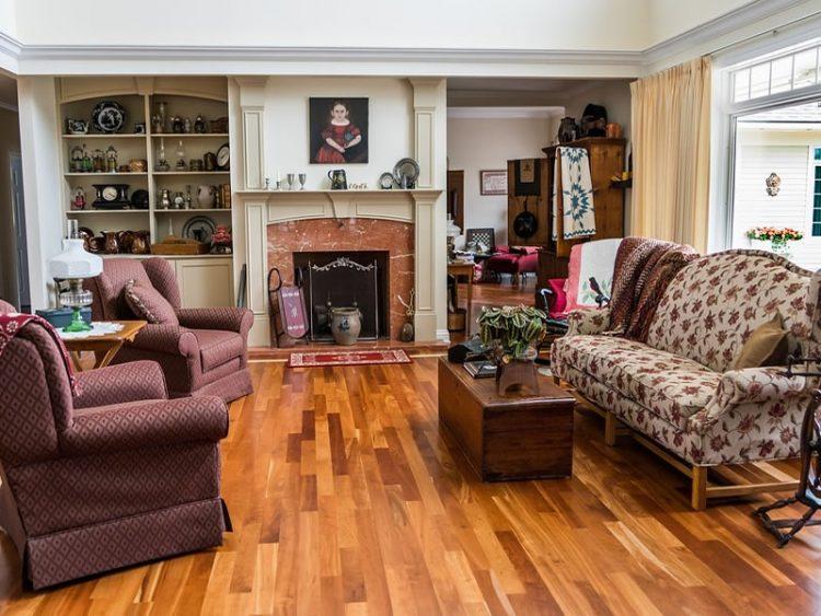 Супер трик како да ги исчистите каучот и фотељите од дамки – брзо и евтино