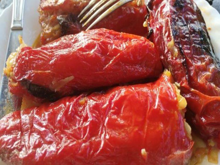 Ручек без месо: Печени пиперки со лук и павлака