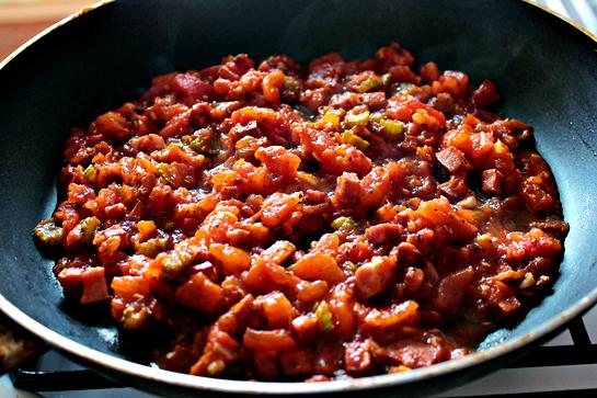 Сос за тестенини со сланина – задоволство да се готви во кујната