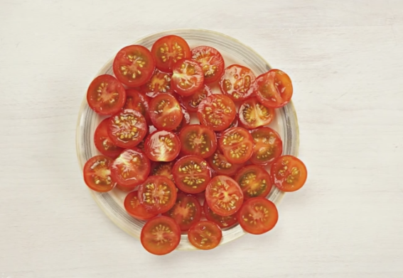 ТРИК НА ГОДИНАТА: Исечете 20 домати за 5 секунди