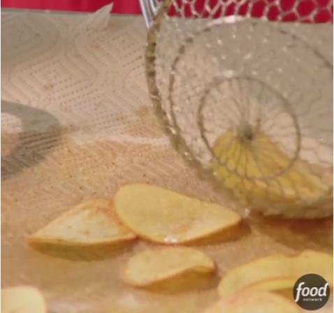 ВИДЕО: Јавете им се на пријателите со радосна вест – направете крцкав чипс