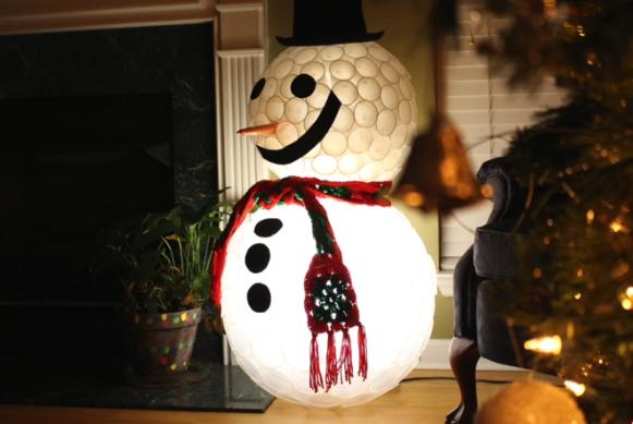 ВИДЕО: Направете Снешко со пластични чаши – новогодишна бајка од кујната