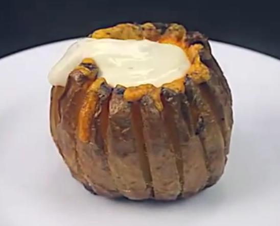 ВИДЕО: Става два неизлупени компири во плех – ова е највкусниот рецепт